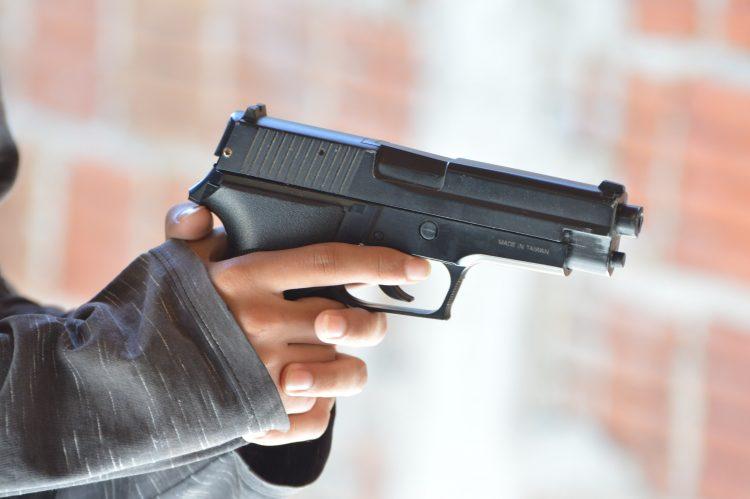 Jovem de 18 anos é morta a tiros na zona Oeste de Natal