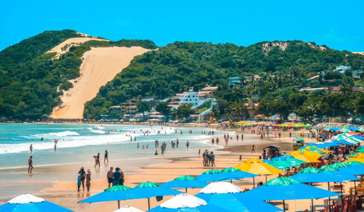 Trecho da praia de Ponta Negra está impróprio para banho, aponta boletim