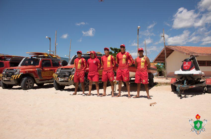 Bombeiros salvam adolescente de 14 anos na Praia de Areia Preta, em Natal