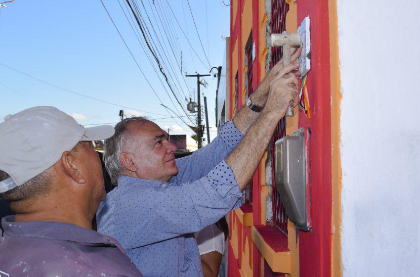 Prefeito Paulinho visita obras da praça e inaugura espaço colaborativo em prédio tricentenário