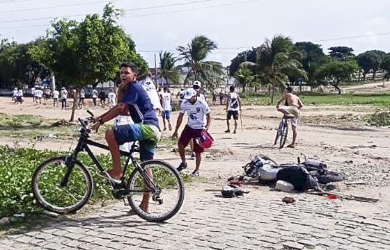 Confronto entre torcidas organizadas invade as ruas e deixa rastro de destruição