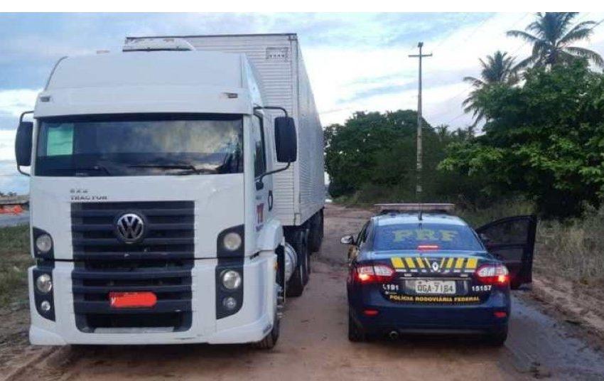 PRF – Carreta furtada no Piauí é recuperada pela PRF em Macaíba