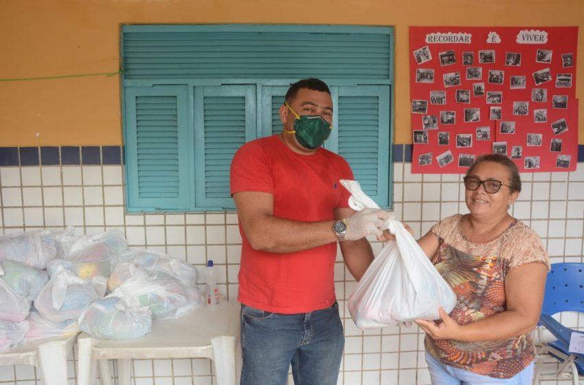 Prefeitura de São Gonçalo distribui kit alimentação para alunos da rede municipal