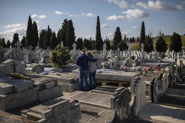 Espanha tem 832 mortes por Covid-19 em 24 horas; número é o mais alto registrado em um único dia no país