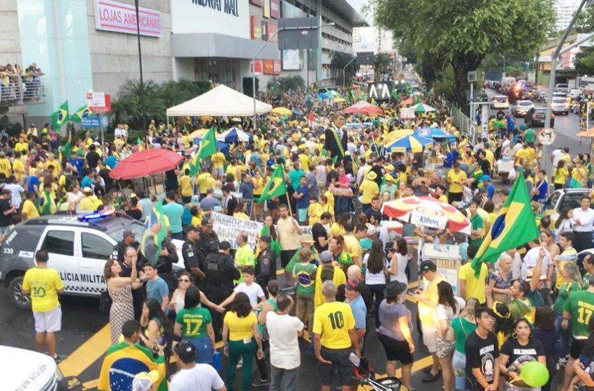 Manifestantes pró-Bolsonaro se reúniram em Natal na tarde de ontem (15)