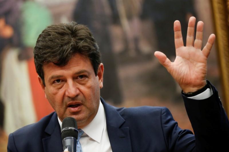 Mandetta nega ter intenção de sair do governo e minimiza atrito com Bolsonaro