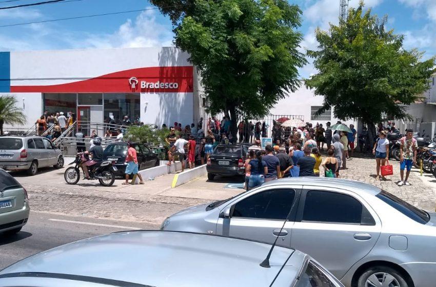 Bancos de Natal têm aglomerações apesar da orientação de isolamento social; VEJA VÍDEO