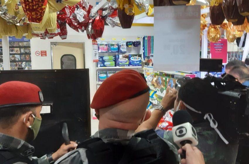 Bandidos fazem seis pessoas reféns durante arrastão em loja de Natal e se entregam