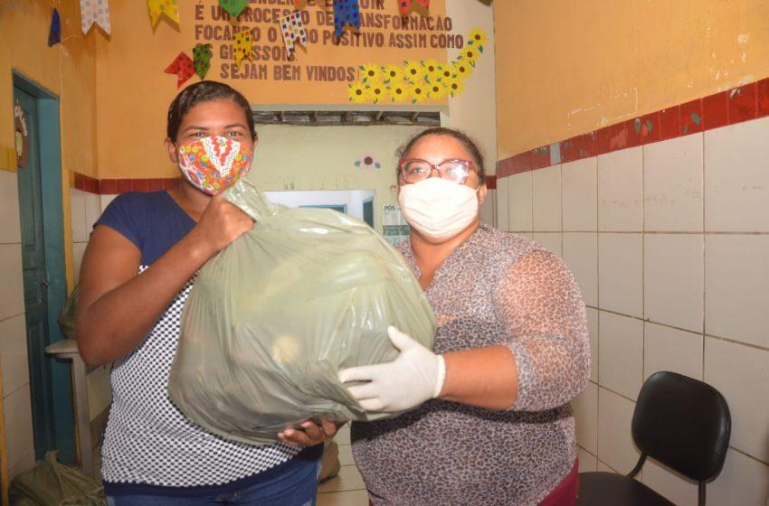 Prefeitura distribui 10 mil kg de frutas e verduras às famílias em vulnerabilidade social