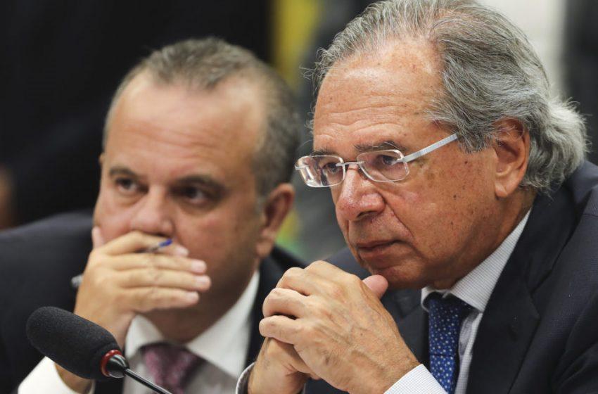 Guedes vê 'crime' e diz que Senado deu 'péssimo sinal' ao derrubar veto a reajuste de servidores