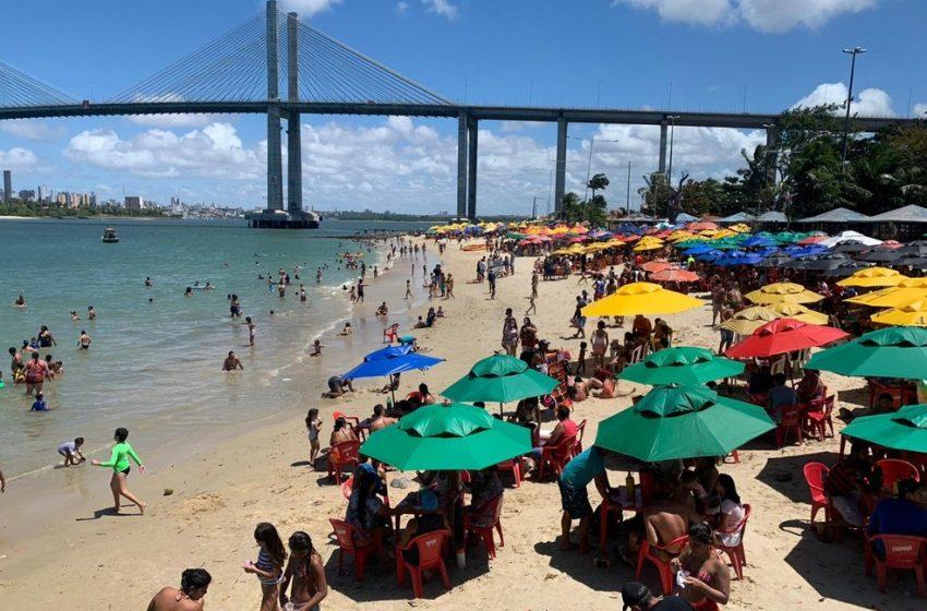 Banhistas lotam praias de Natal no feriado de 7 de setembro