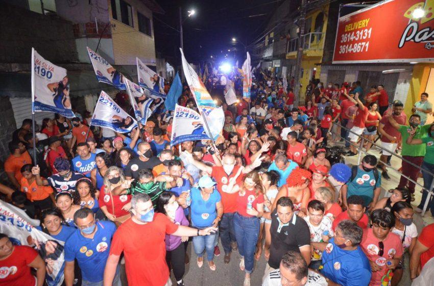 """Paulinho em Jardim Lola: """"Essa multidão nas ruas é o resultado do trabalho e dedicação ao povo de São Gonçalo"""""""
