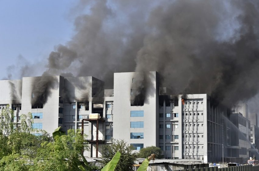 MUNDO – Incêndio atinge sede de fabricante da vacina de Oxford contra Covid-19 na Índia