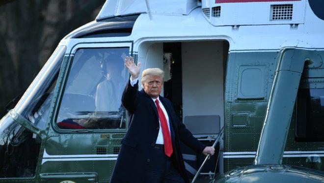 Trump deixa Casa Branca e se dirige para uma breve cerimônia de despedida