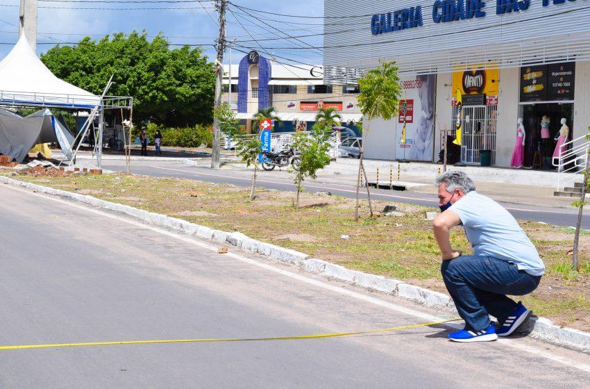 Diretor geral do DEMUTRAN/SGA, fiscaliza obras de sinalização no bairro Jardins