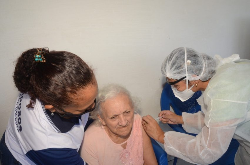 São Gonçalo inicia vacinação em idosos nesta quarta (10); acamados acima de 75 anos e 90 anos ou mais serão vacinados em casa