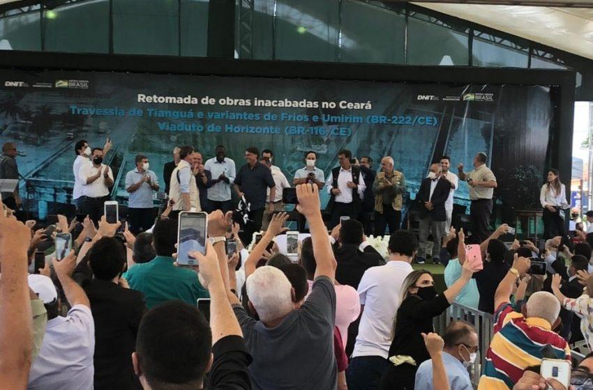 """Bolsonaro reclama de ataques ao governo e diz ser """"imbroxável"""""""