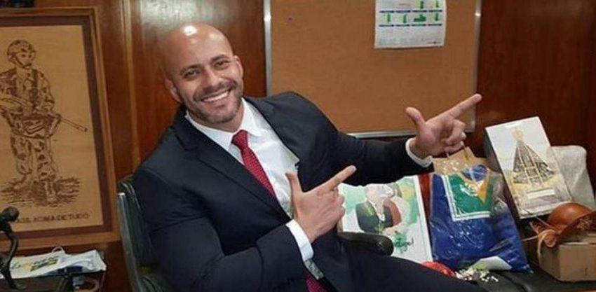 Deputado Daniel Silveira deixa batalhão da PM para cumprir prisão domiciliar