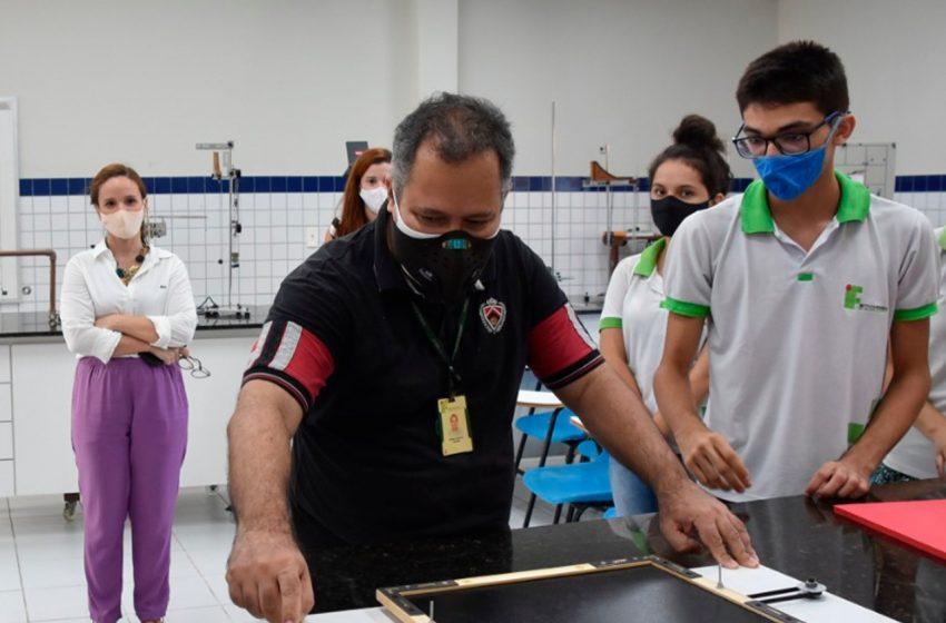 Parceria entre IFRN e Secretaria Municipal de Educação promove ensino de robótica para estudantes da rede municipal
