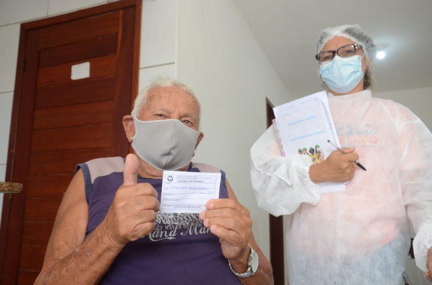 Prefeitura anuncia cronograma de vacinação para idosos de até 68 anos