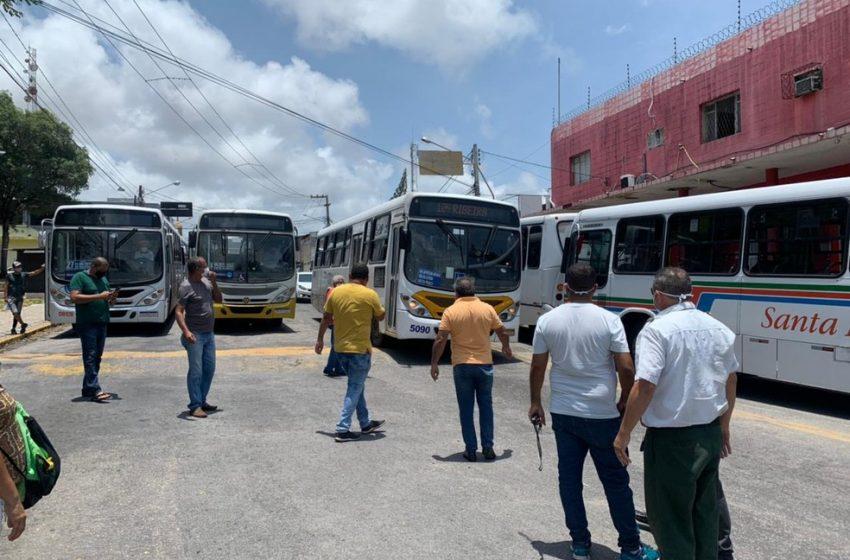 Motoristas de ônibus paralisam serviço durante protesto contra mudanças em linhas de Natal