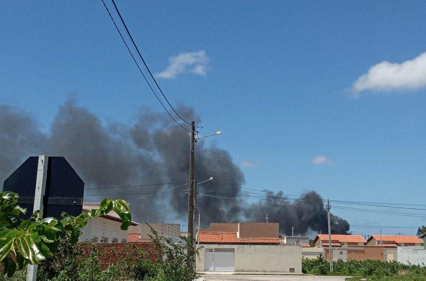 CBMRN controla incêndio de grandes proporções em depósito no bairro Jardins