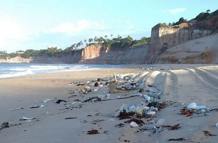 Idema/RN orienta interditar trechos de praias potiguares afetadas por lixo vindo do mar