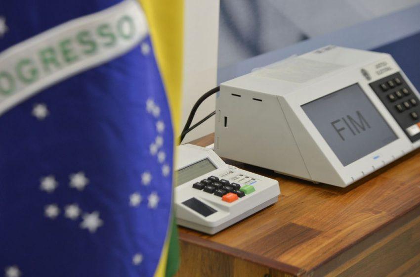 Em derrota para Bolsonaro, Câmara rejeita PEC do voto impresso