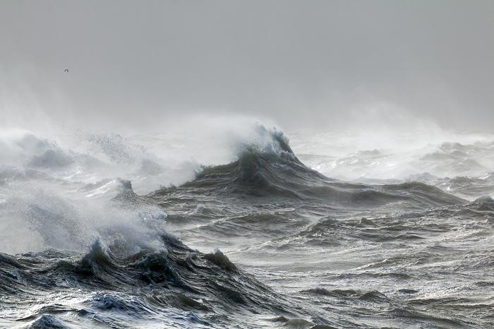 Marinha faz alerta para ventos de até 61 km/h e ondas de 2,5m no litoral sul do RN