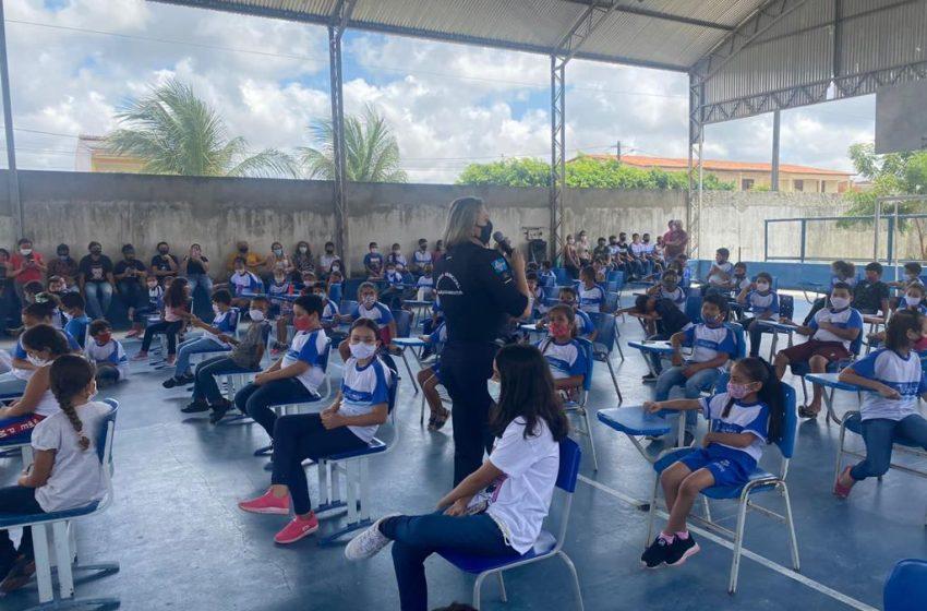 Guarda Municipal realiza palestras com estudantes sobre temas da atualidade